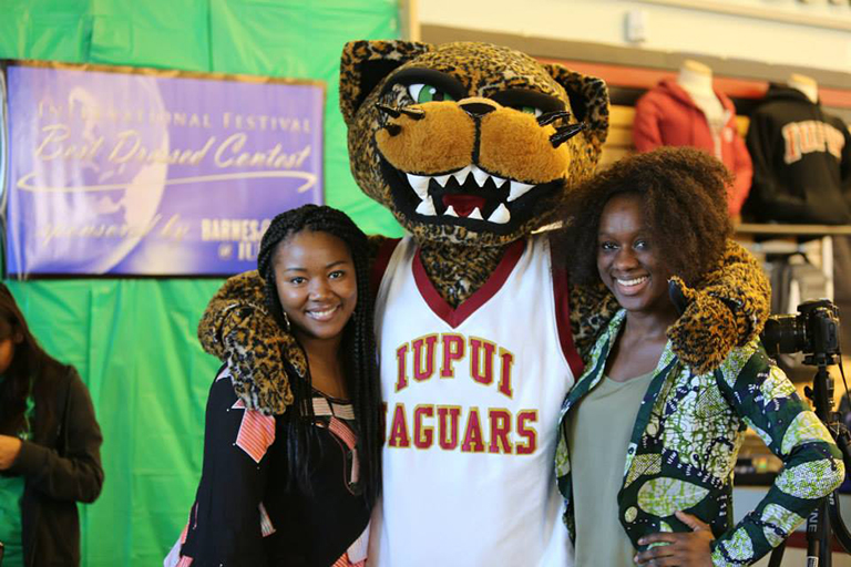 Students and Jaws at the International Festival